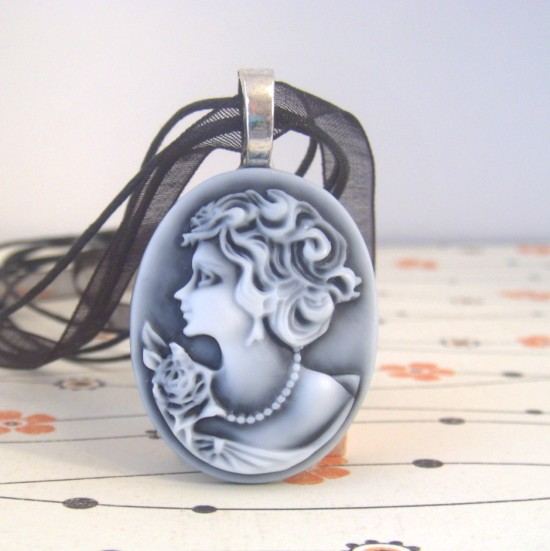 Cameo Necklace Flash Giveaway #payitforward