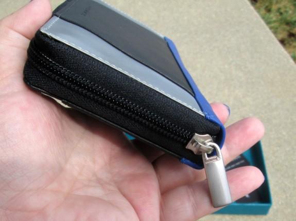 stewart-stand-wallet-zipper (575 x 431)