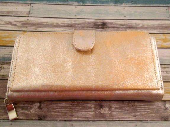 free-endearment-erin-wallet (575 x 431)