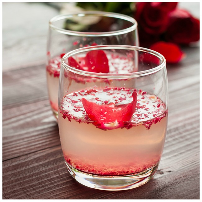 Sparkling raspberry lemonade for adults