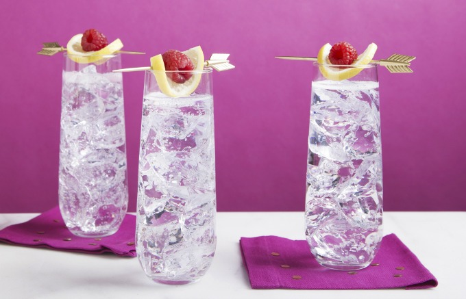 Easy to make Raspberry Sparkler cocktail