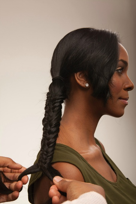 Learn the classic fistail braid with this easy to follow tutorial.