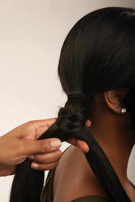Fishtail braid forming