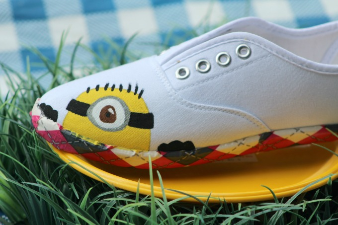 How to make painted minion shoes