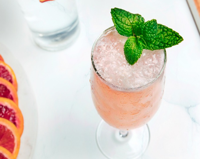 How to Make a Peach Bellini Cocktail