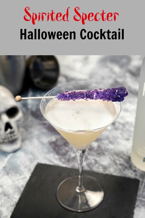 A great cocktail that's perfect for Halloween - or any time of year. Easy to make with common ingredients lets anyone feel like a bartending superstar. #mixology #halloween #cocktails #drinkrecipes #recipe Hallowen | Drinks | Cocktail recipe | Vodka | Mixology { easy