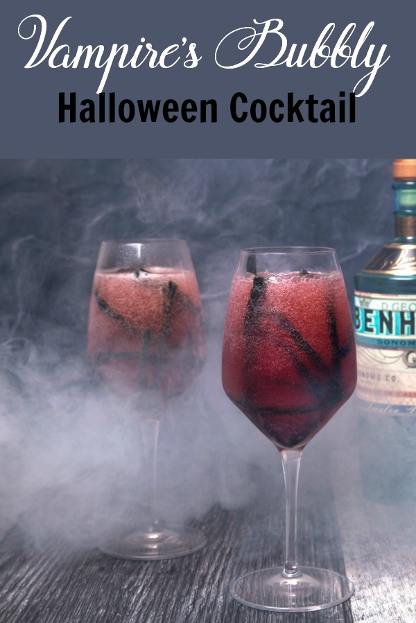 The perfect spooky cocktail for your Halloween festivities | Gin | Prosecco | Drink Recipe | Party | Wine | Entertaining #cocktails #cocktailrecipe #wine