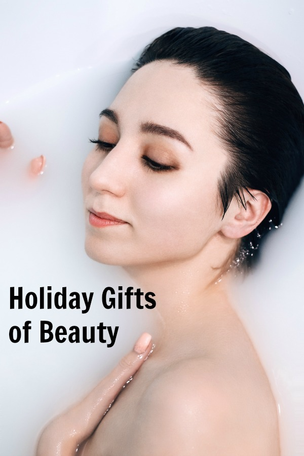 Holiday beauty gifts   gift ideas   gift guide for women   ladies   girls   her   makeup   fragrance   Skincare   2018   Year Round