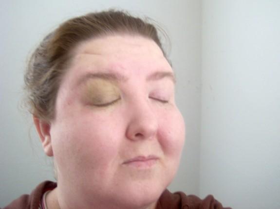 Green eyeshadow tutorial step 1