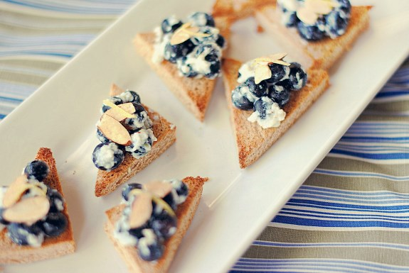 Blueberry Almond Crostini Recipe