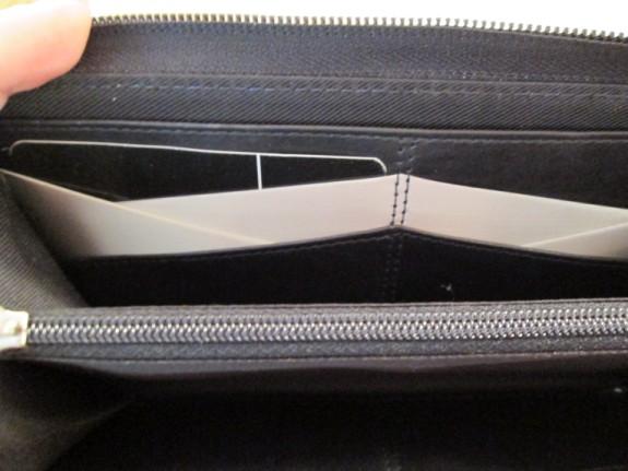 stewart-stand-wallet-inside (575 x 431)