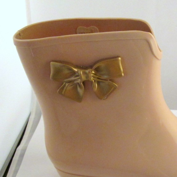 mel-jelly-boots-bow-detail (575 x 576)