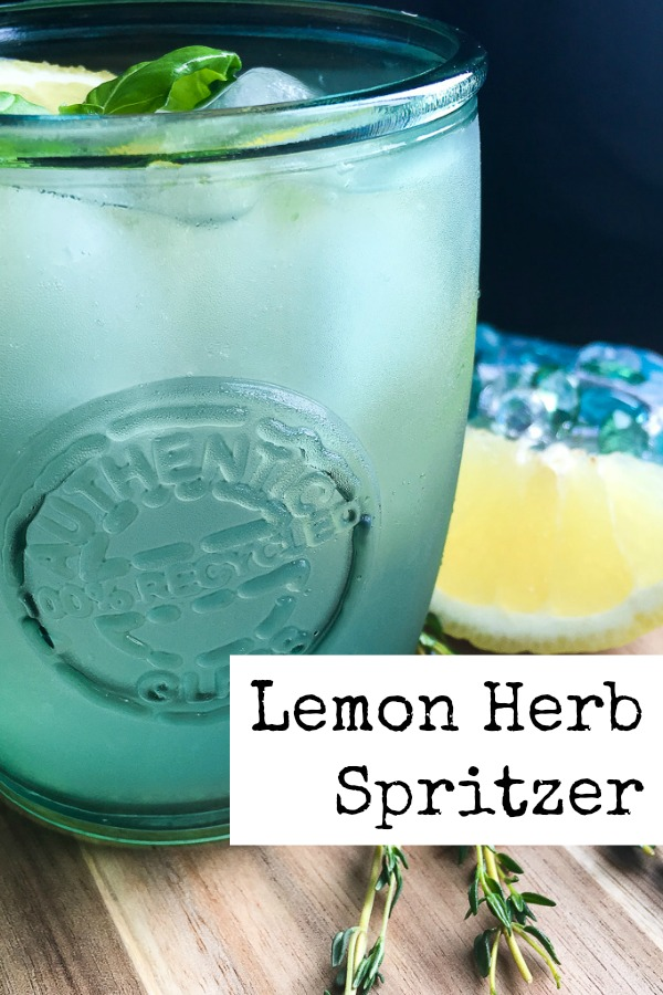 Make this refreshing Lemon Herb Sprizer cocktail. It's light and slightly sweet, and perfect for summer. | Alcoholic drink recipe | Vodka spritzer |