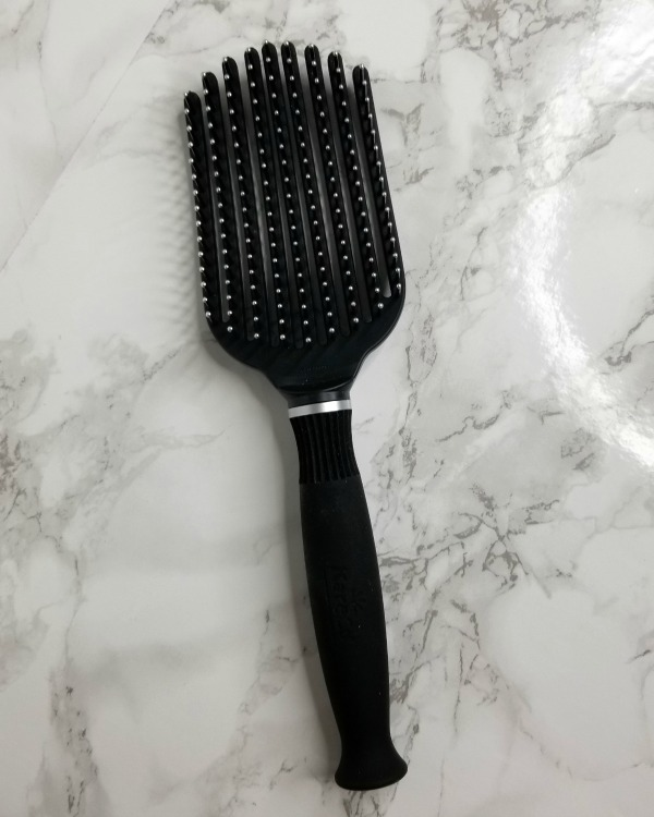 Tangle buster hairbrush