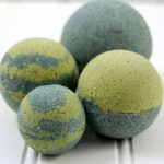 How to Make DIY Spirulina Matcha Bath Bombs